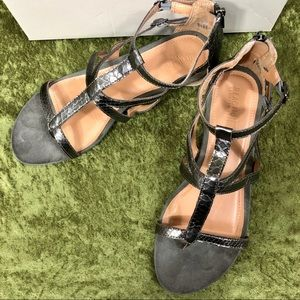 Kenneth Cole Reaction Shoes - 💞Kenneth Cole Reaction pewter gladiator sandals